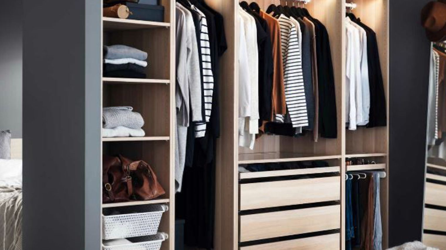 good dressing ikea catalogue with porte coulissante sur. Black Bedroom Furniture Sets. Home Design Ideas